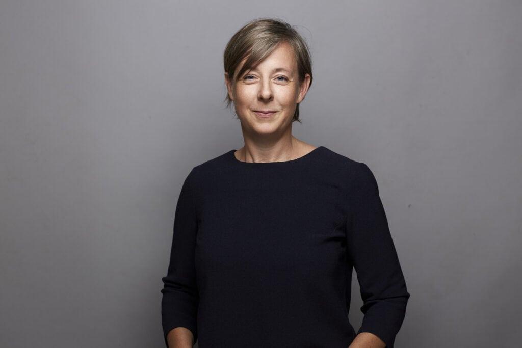 Regionalwert-Mitarbeiterin Nele Schreiber vor neutralem Hintergrund